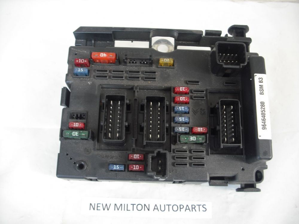 a genuine peugeot 206 engine bay fuse box control module